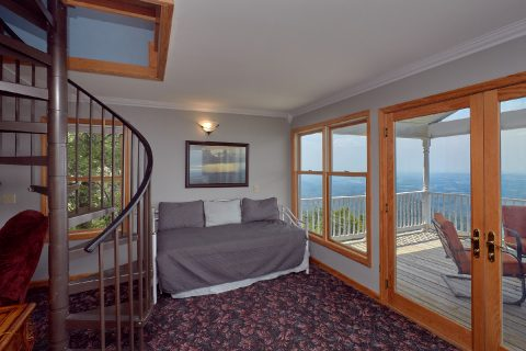 Cabin with 3 beds, 2 baths and Mountain Views - Ruby's Cliffside