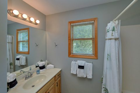 Cabin with 2 baths that sleeps 7 with View - Ruby's Cliffside