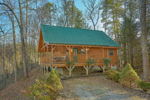 Secluded 2 bedroom cabin in Gatlinburg - Running Creek