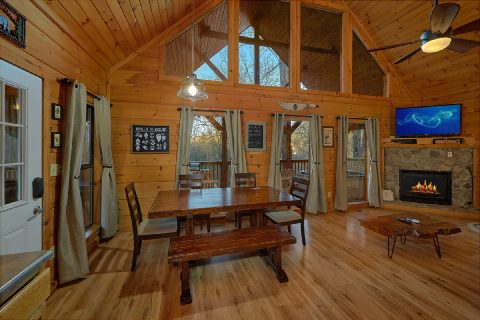 Cabin with Dining room for 6 guests - Running Creek