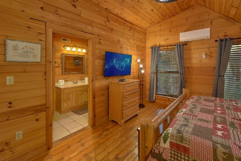 Gatlinburg cabin with King bedroom and bath - Running Creek