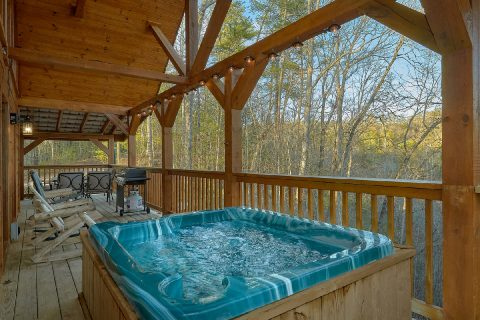Gatlinburg 2 bedroom cabin with private hot tub - Running Creek