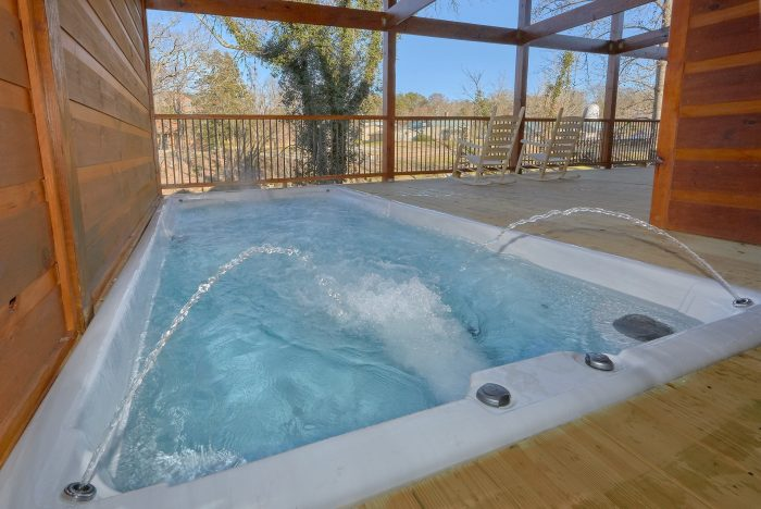 Luxury 2 Bedroom cabin on the River with Hot Tub - Rushing Waters