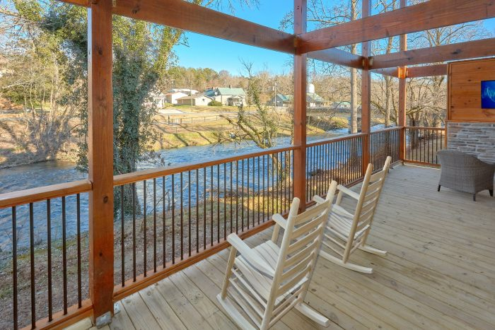 Cabin on the River with a Swim Spa Hot Tub - Rushing Waters