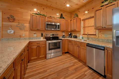 2 Bedroom Luxury Cabin with Full Kitchen - Rushing Waters