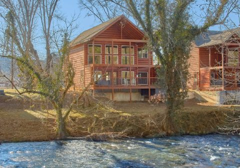 Luxurious Pigeon Forge Cabin on the River - Rushing Waters