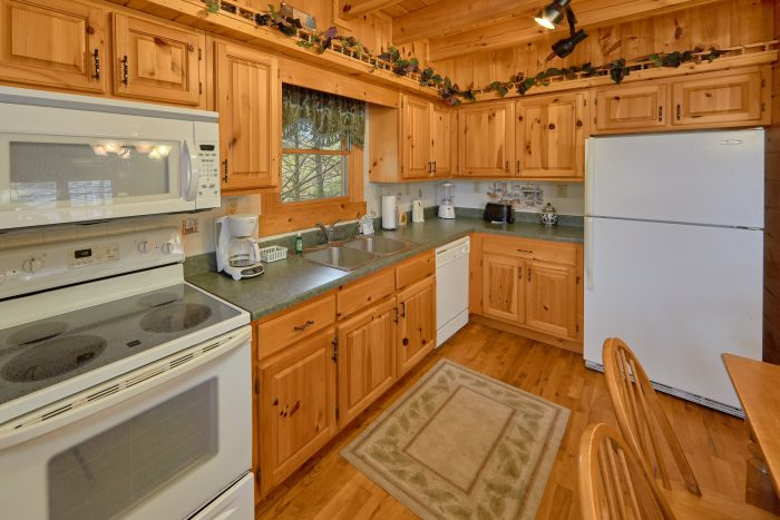 3 Bedroom Cabin with Fully Equipped Kitchen - Sassy Lady