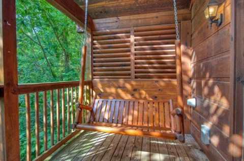 1 Bedroom Cabin covered Porch with Swing - Saw'n Logs