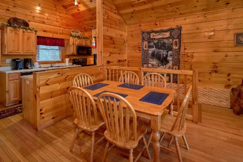 Large Opne Floor Plan 1 Bedroom Cabin Sleeps 6 - Saw'n Logs