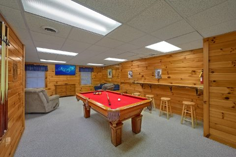1 Bedroom Sleeps 6 with Pool Table - Saw'n Logs