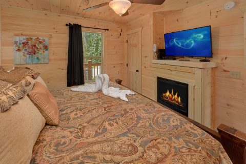 Main Floor Master Suite with Full Bath Room - Scenic Mountain Pool