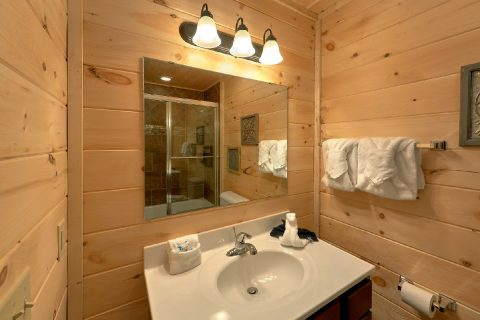 2 Bedroom Cabin with 3 Full Bath Rooms - Scenic Mountain Pool