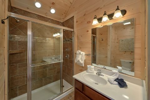 2 Bedroom Cabin with 2 Master Suites - Scenic Mountain Pool