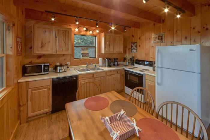 Rustic Cabin with Full Kitchen and Dining Room - Sea of Clouds