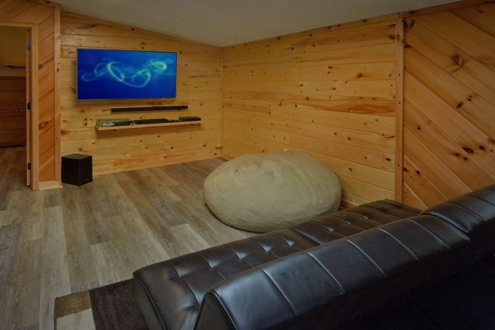 Rustic 3 bedroom cabin with 2 baths and Jacuzzi - Sea of Clouds