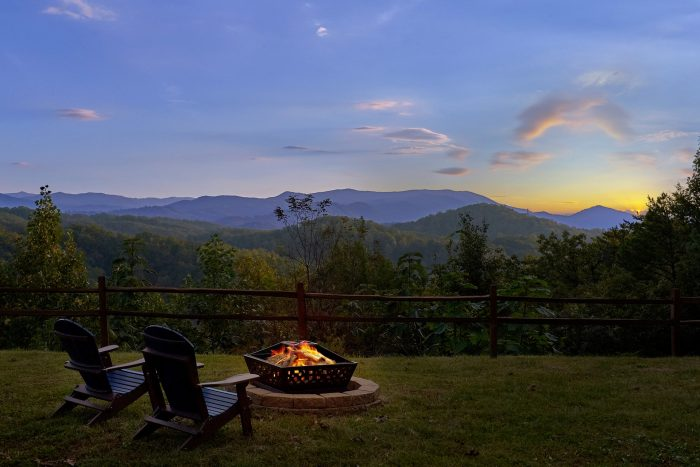 Private 3 bedroom cabin with Fire Pit and Views - Sea of Clouds