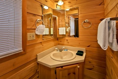 Cabin with bathroom and shower - Secret Rendezvous
