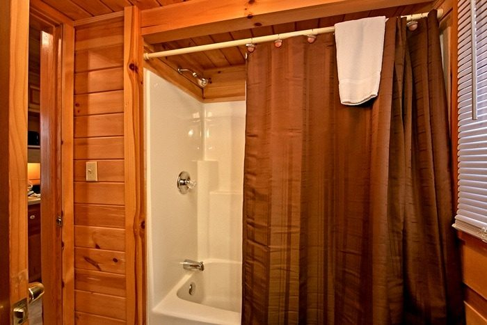 Cabin with Tub/shower combo - Secret Rendezvous