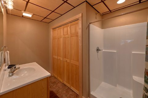 King Master Suite with Full Bath Room - Serenity