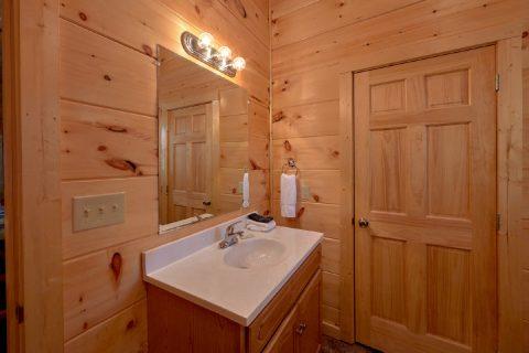 2 Full Bath Room 2 Bedroom Cabin - Serenity