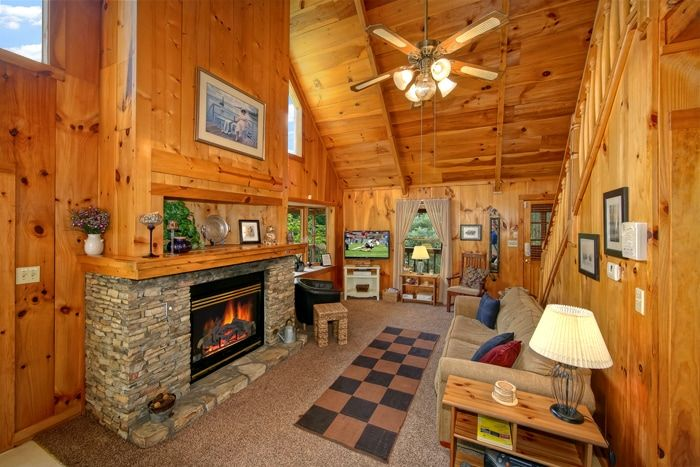 1 Bedroom Cabin with a Living Room Fireplace - Serenity Ridge