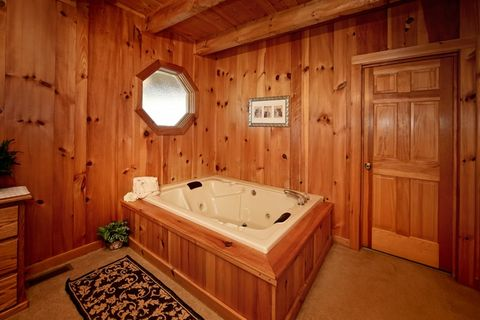 Cabin with Master Suite & Indoor Jacuzzi Tub - Serenity Ridge