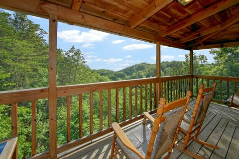 Rustic 1 Bedroom Cabin with Views near Dollywood - Serenity Ridge