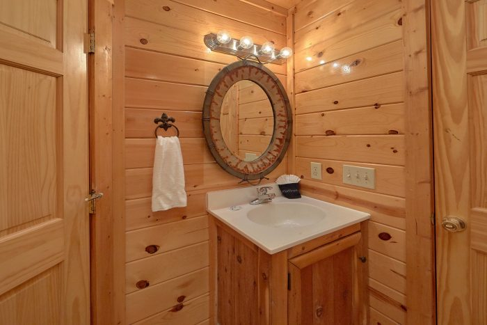 3 Bedroom Cabin with Master suite on main-level - Settlers Ridge Cabin