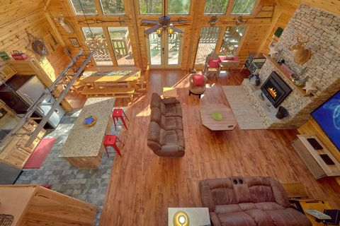 3 Bedroom Cabin Sleeps 12 Large Space - Simply Incredible