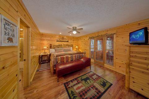 Main Floor Master King Bedroom - Simply Incredible