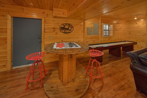 L3 Bedroom Cabin with 3 Full Bath Rooms - Simply Incredible