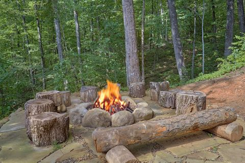 Outdoor Fire Pit 3 Bedroom Cabin - Simply Incredible