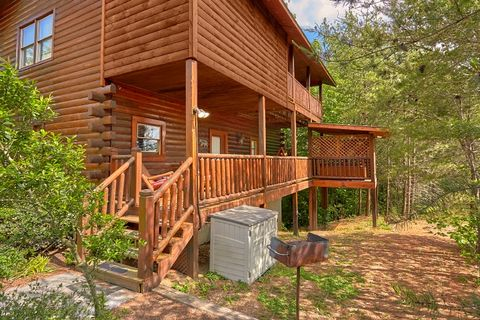 Cabin with Grill, Covered porch and Hot Tub - Simply Irresistible