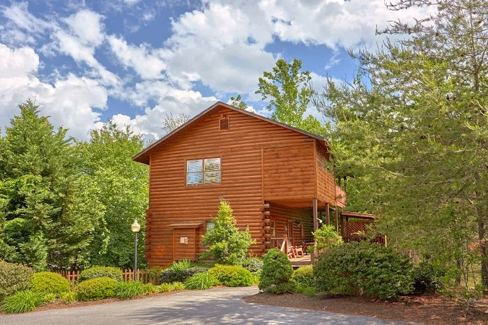 Smoky Mountain Cabin Rental in Pin Oak Resort - Simply Irresistible