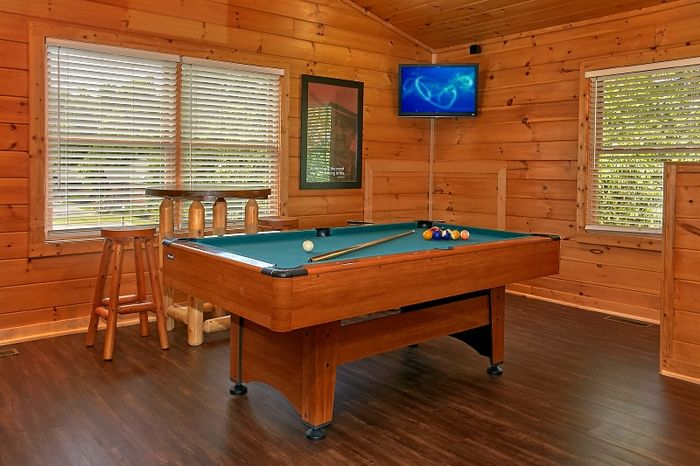 Cabin with Pool Table and Game Room - Simply Irresistible