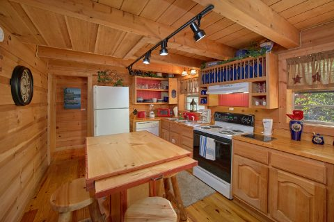 Open Floor Plan Spacious 3 Bedroom Chalet - Skiing With The Bears