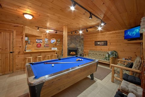 3 Bedroom Cabin with Pool Table - Skiing With The Bears