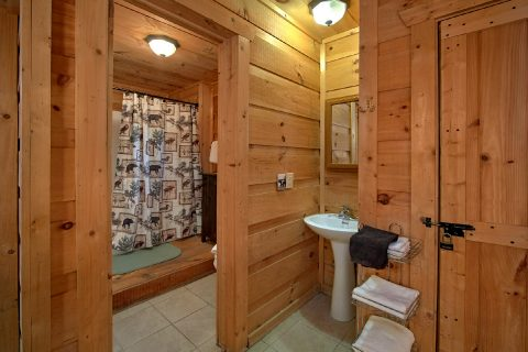 Master Bedroom with Full Bath - Skiing With The Bears