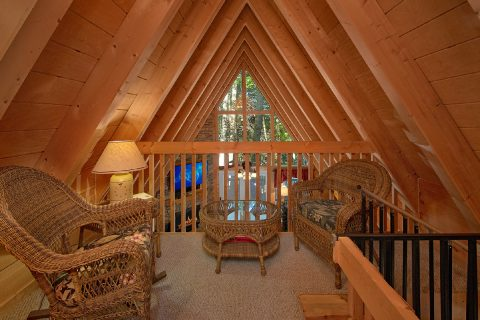 3 Bedroom Cabin with Loft Sitting Area - Skiing With The Bears