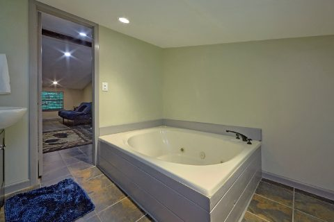 Main Floor Bedroom with Jacuzzi Tub - Sleepy Hollow