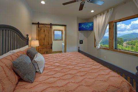 Top Floor King Bedroom 4 Bedroom Gatlinburg - Smokey Mountain High