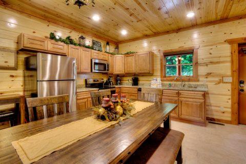 Large Open Space 4 bedroom Cabin Sleeps 12 - Smokey Ridge