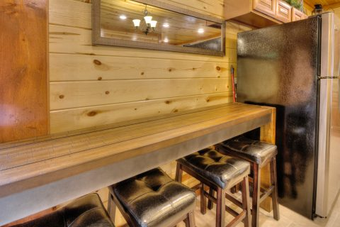 4 Bedroom Cabin Sleeps 12 with Extra Seating - Smokey Ridge