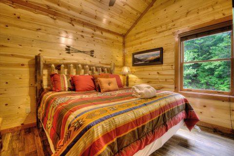 Spacious 4 Bedroom Cabin Sleeps 12 - Smokey Ridge