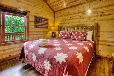 Beautiful 4 Bedroom Cabin Sleeps 12 - Smokey Ridge