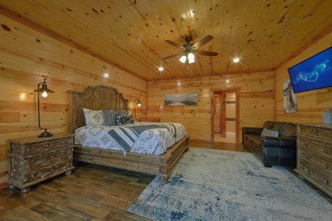 Luxury 4 Bedroom Cabin master Suite - Smokey Ridge