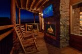 3 bedroom luxury cabin with outdoor fireplace