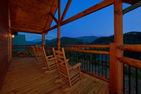 Luxurious 3 bedroom cabin with mountain views - Smoky Bear Lodge