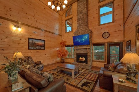 Cabin rental with Floor to ceiling fireplace - Smoky Bear Lodge