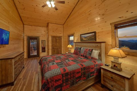 Luxury cabin with 3 Master Suites and king beds - Smoky Bear Lodge